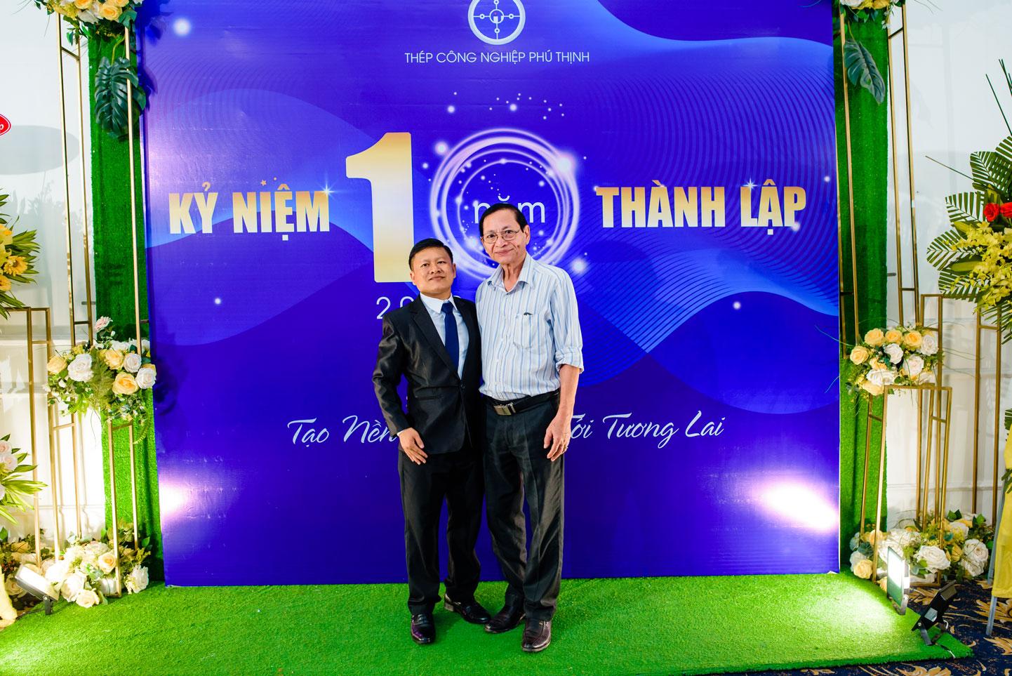 Giám đốc Thép công nghiệp Phú Thịnh tiếp đón khách mời