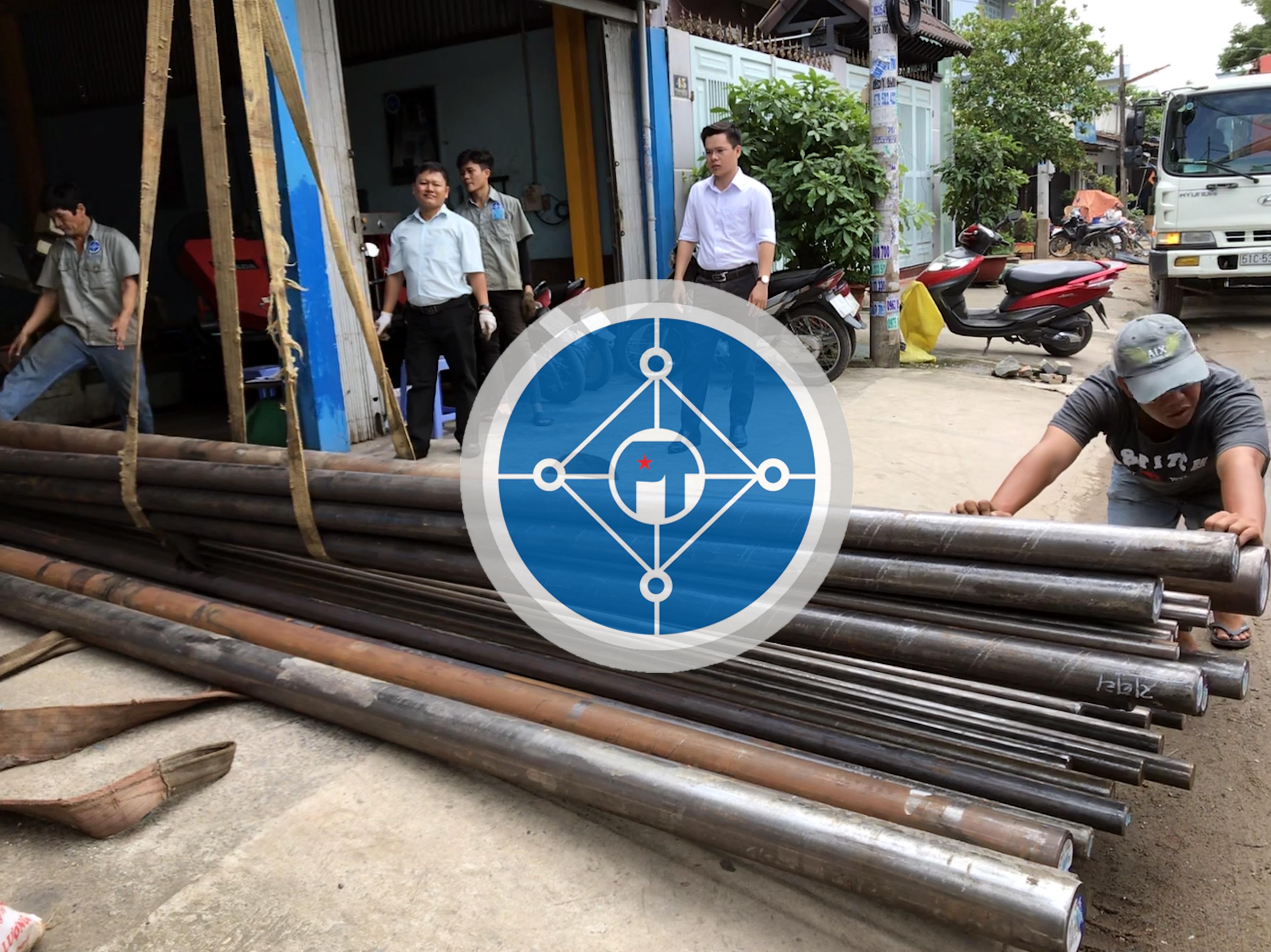 Làm hàng thép SCM440 tại kho Công ty TNHH công nghiệp Phú Thịnh
