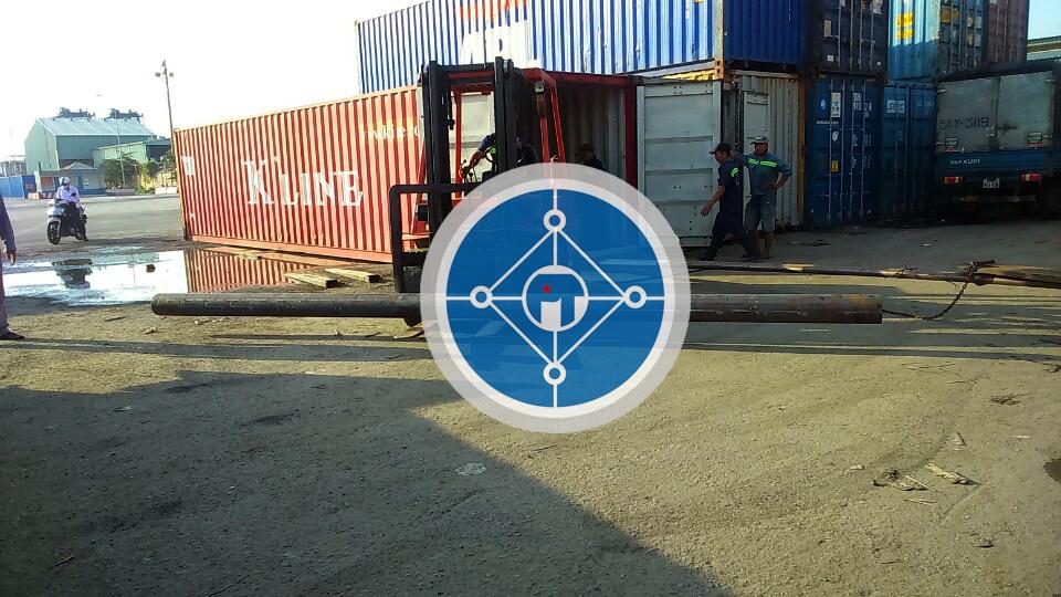 Làm hàng thép SCM440 tại cảng Cát Lái