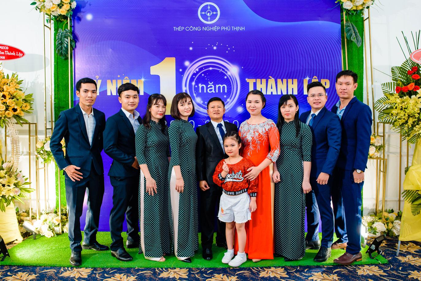 Đội ngũ nhân viên trẻ năng động sáng tạo Thép công nghiệp Phú Thịnh